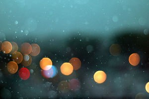 Rain_over_toronto_street_lights_bokeh